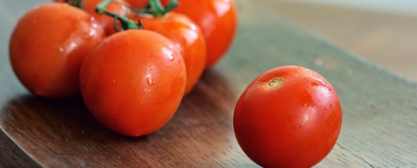source: https://pxhere.com/en/photo/600074 tomatoes_red_fresh_vegetable_food_tomato_salad_healthy-600074