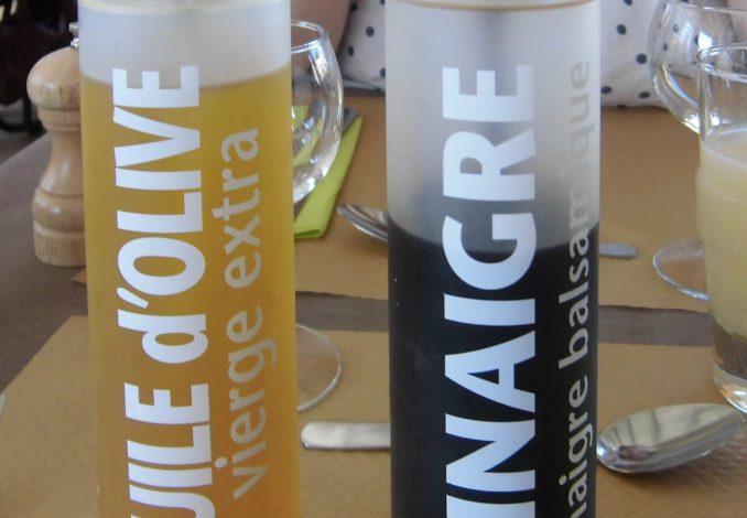 vinaigre huile vpagnouf [CC BY-SA 2.0 (https://creativecommons.org/licenses/by-sa/2.0)]