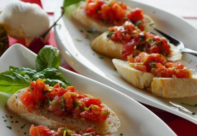 source:https://pxhere.com/en/photo/865939 bruschetta_bread_baguette_tomatoes_basil_onion_garlic_starter-865939